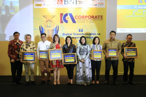 FIFGROUP Raih Penghargaan The Best Corporate Secretary And Corporate Communication di Economic Review 2020